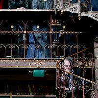 Nederland. amsterdam.30 januari 2004..schrijvers tijdens de fotosessie groepsfoto in bibliotheek Rijksmuseum n.a.v.  60-jarig bestaan uitgeverij de Bezige Bij.
