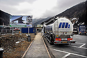 Italie, Bolzano, 8-3-2008..Vrachtwagens op de De Brenner autobahn, brenner pas...Foto: Flip Franssen