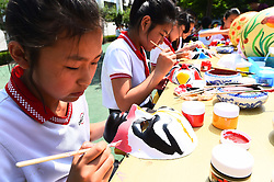 June 1, 2017 - Weifang, Weifang, China - Weifang, CHINA-June 1 2017: (EDITORIAL USE ONLY. CHINA OUT)..Children learn skills of daily life in Weifang, east China's Shandong Province, June 1st, 2017, marking Children's Day. (Credit Image: © SIPA Asia via ZUMA Wire)