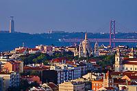 Portugal, Lisbonne, quartier d'Estrela, le pont du 25 avril et le Cristo Ré // Portugal, Lisbon, Estrela area, 25 April bridge and Cristo Ré