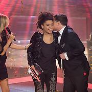 NLD/Hilversum/20131220 - Finale The Voice of Holland 2013, presentatrice Wendy van Dijk en Julia van der Toorn en Martijn Krabbe