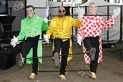 01.07.2012, Luettich, BEL, Tour de France, 1. Etappe Luettich-Seraing, im Bild Unterhaltungsprogramm im Village Depart - Kuenstler mit Puppen von frueheren Rennfahrern // during the Tour de France, Stage 1, Liege-Seraing, Belgium on 2012/07/01. EXPA Pictures © 2012, PhotoCredit: EXPA/ Eibner/ Ben Majerus..***** ATTENTION - OUT OF GER *****