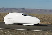 Ellen van Vugt is onderweg in de VeloX S2. In Battle Mountain (Nevada) wordt ieder jaar de World Human Powered Speed Challenge gehouden. Tijdens deze wedstrijd wordt geprobeerd zo hard mogelijk te fietsen op pure menskracht. Ze halen snelheden tot 133 km/h. De deelnemers bestaan zowel uit teams van universiteiten als uit hobbyisten. Met de gestroomlijnde fietsen willen ze laten zien wat mogelijk is met menskracht. De speciale ligfietsen kunnen gezien worden als de Formule 1 van het fietsen. De kennis die wordt opgedaan wordt ook gebruikt om duurzaam vervoer verder te ontwikkelen.<br /> <br /> Ellen van Vugt is on her way in the VeloX S2. In Battle Mountain (Nevada) each year the World Human Powered Speed Challenge is held. During this race they try to ride on pure manpower as hard as possible. Speeds up to 133 km/h are reached. The participants consist of both teams from universities and from hobbyists. With the sleek bikes they want to show what is possible with human power. The special recumbent bicycles can be seen as the Formula 1 of the bicycle. The knowledge gained is also used to develop sustainable transport.