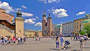 Kościół Mariacki i Sukiennice na Rynku Głównym w Krakowie, Polska<br /> St. Mary's Church and the Cloth Hall on the Main Market Square in Cracow, Poland