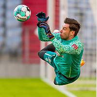 21.11.2020, Allianz Arena, Muenchen, GER,  FC Bayern Muenchen SV Werder Bremen <br /> <br />  im Bild Jiri Pavlenka (SV Werder Bremen #1) beim Aufwaermen<br /> <br /> <br /> <br /> Foto © nordphoto / Straubmeier / Pool/ <br /> <br /> DFL regulations prohibit any use of photographs as image sequences and / or quasi-video.