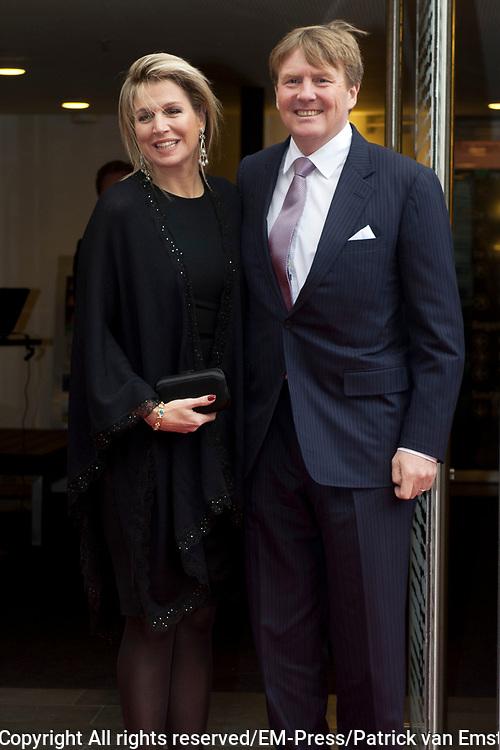 Aankomst koninklijke familie bij het Koningsdagconcert in de Philharmonie Haarlem.<br /> <br /> Arrival royal family at the Koningsdagconcert in the Philharmonie Haarlem.<br /> <br /> op de foto / On the photo: <br /> <br />  Koning Willem-Alexander en Koningin Máxima / King Willem-Alexander and Queen Máxima