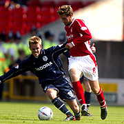 Nottingham Forest's Gareth Williams and Sheffield Wednesday's Simon Donnelly battle