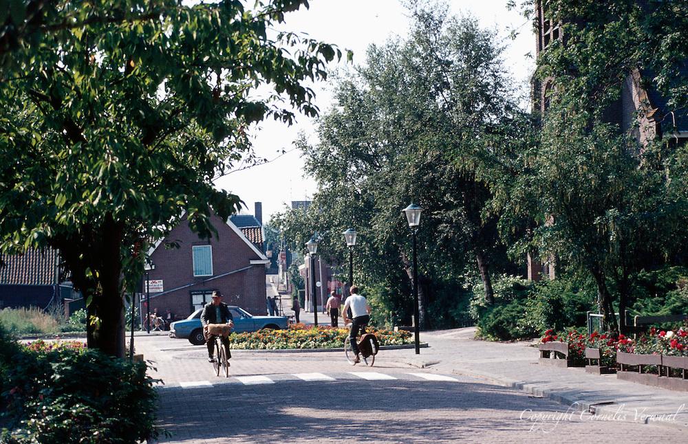 Het Kerkplein in Ammerstol anno 1979