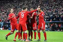 13.03.2019, Allianz Arena, Muenchen, GER, UEFA CL, FC Bayern Muenchen vs FC Liverpool, Achtelfinale, Rückspiel, im Bild FC Bayern feiert den 1:1 Ausgleich durch Serge Gnabry (FC Bayern), v.l. Thiago Alcantara (FC Bayern), David Alaba (FC Bayern), Serge Gnabry (FC Bayern) // during the UEFA Champions League round of 16, 2nd leg match between FC Bayern Muenchen and FC Liverpool at the Allianz Arena in Muenchen, Germany on 2019/03/13. EXPA Pictures © 2019, PhotoCredit: EXPA/ Sammy_Minkoff
