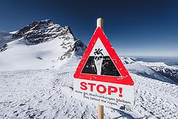 15.01.2020, Jungfrauenjoch, Wengen, SUI, FIS Weltcup Ski Alpin, Vorberichte, im Bild Jungfrau (4158m) mit Hinweisschild Stop, hinter den Abschrankungen bleiben // Jungfrau summit (4158m) with stop sign stay behind the ropes during a preliminary reports prior to the FIS ski alpine world cup at the Jungfrauenjoch in Wengen, Switzerland on 2020/01/15. EXPA Pictures © 2020, PhotoCredit: EXPA/ Johann Groder **** ACHTUNG - dieses Bilddatei ist für den Grossformatdruck in einer maximalen Grösse mit mehr als 18142 x 6717 pixel (ca. 700 MB) verfügbar! Fragen Sie nach den hochauflösenden Daten // ATTENTION - This image file is for Large Format Printing available in a maximum size of more then 18142 x 6717 pixels (about 700 MB)! Ask for the high-resolution data. ****