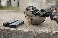 """03 APR 2012, LEHNIN/GERMANY:<br /> Helm, Handschuhe und Magazine nach einer Uebung, Kampfschwimmer der Bundeswehr trainieren """"an Land"""" infanteristische Kampf, hier Haeuserkampf- und Geiselbefreiungsszenarien auf einem Truppenuebungsplatz<br /> IMAGE: 20120403-01<br /> KEYWORDS: Marine, Bundesmarine, Soldat, Soldaten, Armee, Streitkraefte, Spezialkraefte, Spezialkräfte, Kommandoeinsatz, Übung, Uebung, Training, Spezialisierten Einsatzkraeften Marine, Waffentaucher"""