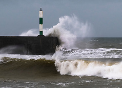 © Licensed to London News Pictures. 02/032019.  Aberystwyth, UK. The leading edge of Storm Freya, the latest named storm to hit the UK, strikes land in Aberystwyth on Saturday afternoon. Gusts of over 70-80mph are forecast for exposed Irish Sea coasts on Sunday. with the risk of damage to property and injuries to people from flying debris. Photo credit: Keith Morris/LNP