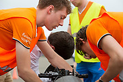 De VeloX wordt klaar gemaakt voor een testrun. Het Human Power Team Delft en Amsterdam (HPT), dat bestaat uit studenten van de TU Delft en de VU Amsterdam, is in Senftenberg voor een poging het laagland sprintrecord te verbreken op de Dekrabaan. In september wil het Human Power Team Delft en Amsterdam, dat bestaat uit studenten van de TU Delft en de VU Amsterdam, tijdens de World Human Powered Speed Challenge in Nevada een poging doen het wereldrecord snelfietsen voor vrouwen te verbreken met de VeloX 7, een gestroomlijnde ligfiets. Het record is met 121,44 km/h sinds 2009 in handen van de Francaise Barbara Buatois. De Canadees Todd Reichert is de snelste man met 144,17 km/h sinds 2016.<br /> <br /> The Human Power Team is in Senftenberg, Germany to race at the Dekra track as a preparation for the races in America. With the VeloX 7, a special recumbent bike, the Human Power Team Delft and Amsterdam, consisting of students of the TU Delft and the VU Amsterdam, also wants to set a new woman's world record cycling in September at the World Human Powered Speed Challenge in Nevada. The current speed record is 121,44 km/h, set in 2009 by Barbara Buatois. The fastest man is Todd Reichert with 144,17 km/h.