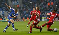 Photo: Steve Bond/Richard Lane Photography. Leicester City v Leyton Orient. Coca Cola League One. 10/01/2009. Steve Howard (L) fires in a shot