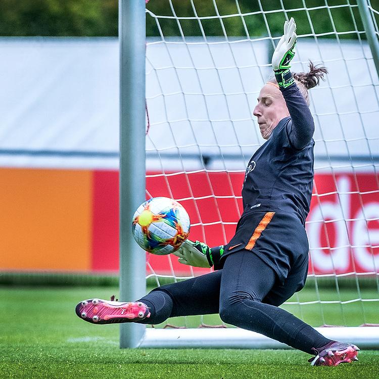 Netherlands. Zeist, 27-05-2019. Photo: Patrick Post. Training Nederlands Dames voetbalelftal. Sari van Veenendaal, doelvrouw.
