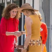 NLD/Amsterdam/20190702 - Maxima opent Codam College, Koningin Maxima wordt begroet door minister Ingrid van Engelshoven
