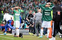 Fotball<br /> Tyskland<br /> 18.05.2014<br /> Foto: Witters/Digitalsport<br /> NORWAY ONLY<br /> <br /> Schlussjubel Pierre-Michel Lasogga (HSV) vor der Fuerther Bank, Sportlicher Leiter Rouven Schroeder  (Fuerth)<br /> <br /> Fussball Bundesliga, Relegation Rueckspiel, <br /> SpVgg Greuther Fürth - Hamburger SV