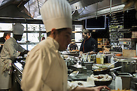 Pensée comme un « lieu social » favorisant les rencontres,  avec sa cuisine ouverte, son espace privé, son bar, sa vinoteca et sa terrasse, la brasserie FR\AME se distingue par la créativité du chef Andrew Wigger et la vision intemporelle de l'architecte d'intérieur et scénographe Christophe Pillet.<br /> À eux deux, ils ont réussi à transposer l'esprit West Coast dans un environnement parisien.<br /> C'est également le plus grand potager parisien avec, en plus, ses poules et ses abeilles.<br /> Directement du producteur au consommateur.<br /> Right: Andrew Wigger
