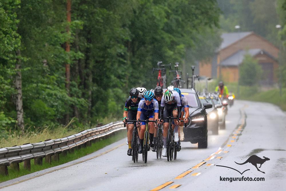Fra herrenes elite start under NM på sykkel 2021 i Kristiansand. Utbryterne langs Otra ved Sødal i Kristiansand.