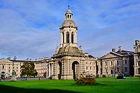 République d'Irlande, Dublin, Trinity College, Library square et le Campanile // Republic of Ireland; Dublin, Trinity College, Library square and the Campanile