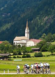 05.07.2011, AUT, 63. OESTERREICH RUNDFAHRT, 3. ETAPPE, Kitzbühel-Lienz, im Bild die Führungsgruppe bei Ainet im osttiroler Iseltal // during the 63rd Tour of Austria, Stage 3, 2011/07/05, EXPA Pictures © 2011, PhotoCredit: EXPA/ J. Groder