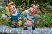 Two garden gnomes with a mushroom
