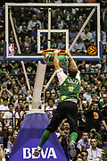 DESCRIZIONE : Milano Nba Europe Live Tour 2012 Ea7 Emporio Armani Milano Boston Celtics<br /> GIOCATORE : mascotte<br /> CATEGORIA : curiosita schiacciata controcampo<br /> SQUADRA :  Boston Celtics<br /> EVENTO : Campionato Lega A 2012-2013<br /> GARA : Ea7 Emporio Armani Milano Boston Celtics<br /> DATA : 07/10/2012<br /> SPORT : Pallacanestro <br /> AUTORE : Agenzia Ciamillo-Castoria/A.Catellani<br /> Galleria : Lega Basket A 2012-2013  <br /> Fotonotizia : Milano Nba Europe Live Tour 2012 Ea7 Emporio Armani Milano Boston Celtics<br /> Predefinita :