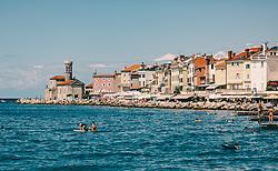 THEMENBILD - Sommergäste baden im Meer in Piran, aufgenommen am 16. August 2019 in Piran, Slowenien // Summer guests swim in the sea in Piran, in Piran, Slovenia on 2019/08/16. EXPA Pictures © 2019, PhotoCredit: EXPA/Stefanie Oberhauser