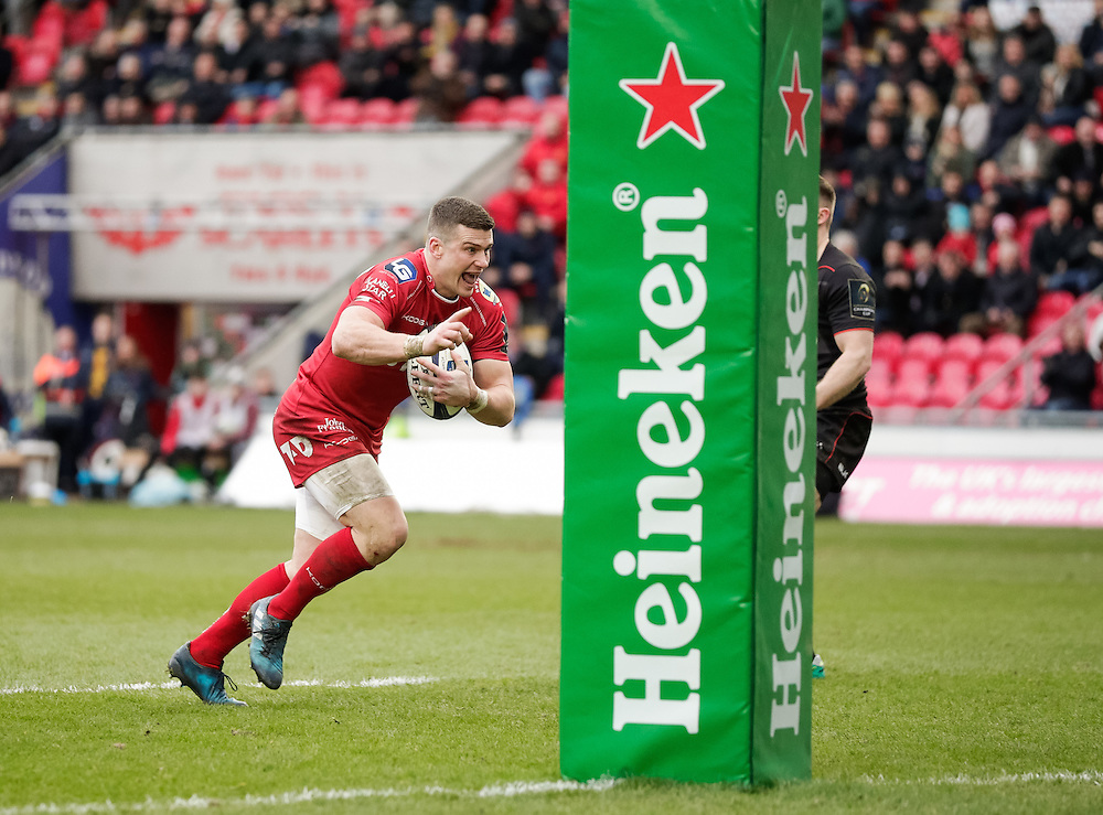 Scarlets' Scott Williams scores his sides first try<br /> <br /> Photographer Simon King/CameraSport<br /> <br /> European Rugby Champions Cup Pool 3 - Scarlets v Saracens - Sunday 15th January 2017 - Parc y Scarlets - Llanelli <br /> <br /> World Copyright © 2017 CameraSport. All rights reserved. 43 Linden Ave. Countesthorpe. Leicester. England. LE8 5PG - Tel: +44 (0) 116 277 4147 - admin@camerasport.com - www.camerasport.com