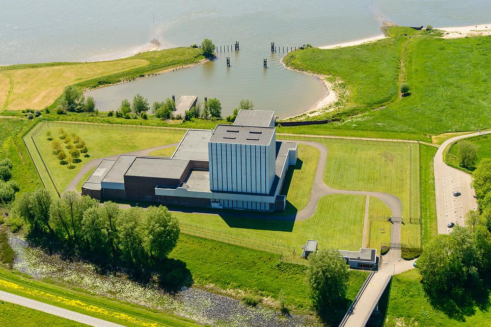 Nederland, Gelderland, Gemeente Neder-Betuwe, 13-05-2019; Dodewaard, Waalbandijk met Kernenergiecentrale te Dodewaard (KCD). De voormalige Kerncentrale is buiten bedrijf gesteld en de zgn. 'Veilige insluiting' is gerealiseerd. Na een wachttijd van veertig jaar zal de centrale in 2045 ontmanteld worden. Rivier de Waal zorgde in het verleden voor koelwater.<br /> Former Nuclear Power Plant,  has been taken out of operation and the so-called 'Safe Inclusion' has been realized. Dismantling will take place in the year 2045 after a waiting period of forty years.<br /> <br /> luchtfoto (toeslag op standard tarieven);<br /> aerial photo (additional fee required);<br /> copyright foto/photo Siebe Swart