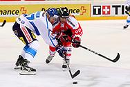 04.April 2012; Rapperswil-Jona; Eishockey - Schweiz - Finnland; Matthias Bieber (R, SUI) gegen Ville Lajunen (L, FIN)<br />  (Thomas Oswald)