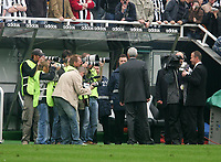 Photo: Andrew Unwin.<br /> Newcastle United v Chelsea. The Barclays Premiership. 07/05/2006.<br /> Newcastle's Alan Shearer (R) receives an award, and the attention of the assembled media.
