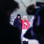DUI/Hinterzarten/20130212 - Opname Vliegende Hollanders 2013 - Sterren van de Schans, presentatoren Gerard Joling en Tess Milne