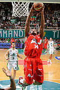 DESCRIZIONE : Siena Lega A 2008-09 Playoff Finale Gara 2 Montepaschi Siena Armani Jeans Milano<br /> GIOCATORE : David Hawkins<br /> SQUADRA : Armani Jeans Milano<br /> EVENTO : Campionato Lega A 2008-2009 <br /> GARA : Montepaschi Siena Armani Jeans Milano<br /> DATA : 12/06/2009<br /> CATEGORIA : tiro<br /> SPORT : Pallacanestro <br /> AUTORE : Agenzia Ciamillo-Castoria/G.Ciamillo