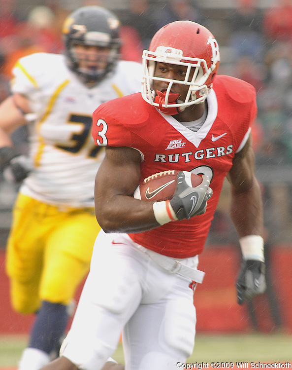 Dec 5, 2009; Piscataway, NJ, USA; Rutgers tight end Shamar Graves (3) runs after a catch during first half NCAA Big East college football action between Rutgers and West Virginia at Rutgers Stadium.