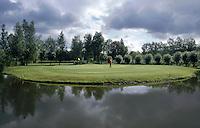 VLAARDINGEN - Golfbaan van Golfclub Broekpolder in Vlaardingen . COPYRIGHT KOEN SUYK