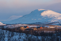 The buildings of the Abisko Science Station looked especially photogenic with the mountains behind them in the late evening sunlight.