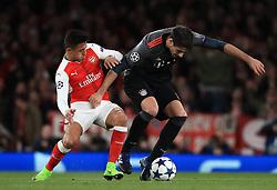 Arsenal's Alexis Sanchez (left) and FC Bayern Munich's Aguinaga Javi Martinez battle for the ball
