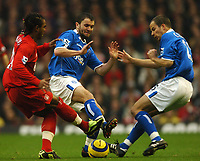 Fotball<br /> Premier League 2004/2005<br /> 06.11.2004<br /> Foto: BPI/Digitalsport<br /> NORWAY ONLY<br /> <br /> Liverpool v Birmingham City<br /> <br /> Damien Johnson, centre, and Stephen Clemence deal with the threat of Florent Sinama Pongolle