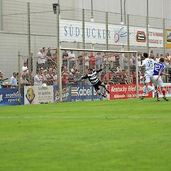 Der Ball ging am Tor vorbei von Daniel Echendu (SVW Mannheim) in der Oberliga 2007/08 VfR Mannheim vs. SV Waldhof/Mannheim. Foto © Rhein-Neckar-Picture *** Foto ist honorarpflichtig! *** Auf Anfrage in höherer Qualität/Auflösung. Belegexemplar erbeten.
