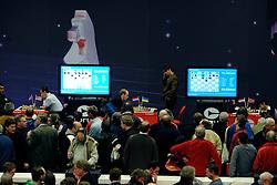 18-01-2009 SCHAKEN: CORUS CHESS: WIJK AAN ZEE<br /> Veel toeschouwers bij het Corus Chess toernooi - In de achtergrond speelt Jan Smeets zijn partij tegen Sergei Karjakin<br /> ©2009-WWW.FOTOHOOGENDOORN.NL