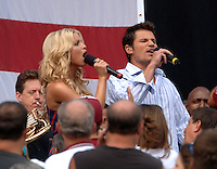 Jessica Simpson & Nick Lachey perform at the Washington Redskins vs Chicago Bears game at FEDEX Field, Landover, MD 09/11/05