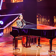 NLD/Hilversum/20151218 - The Voice of Holland 2015 - 3de liveshow, Maan de Steenwinkel