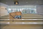 Nederland, Nijmegen, 20-9-2017 Gemeentelijk museum voor oudheid en moderne kunst het Valkhof. In de volksmond Het Zwembad genoemd. Permanente expositie van de collectie Romeinse items uit opgravingen in de omgeving, regio, zoals helmen, gezichtsmaskers, aardewerk, glaswerk en een triomfzuil . Het museum zit in zwaar weer vanwege het sterk teruglopend bezoekersaantal. FOTO: FLIP FRANSSEN
