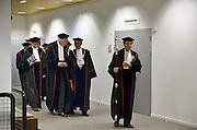 Nederland, Nijmegen, 31-10-2014Hoogleraren, professoren, verzamelen zich in de togakamer van de aula van de Radboud universiteit voor een oratie. Togas voor hoogleraren hangen in een kast in de aula van de Radboud universiteit, RU . de pedel gaat ze met zijn staf voor.Foto: Flip Franssen/Hollandse Hoogte