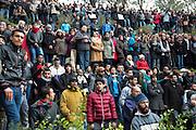l'impressionant hommage du peuple Tunisien à Chokri Belaid au cimentiere Jallez, plus de 40.000 personnes lui rendent un hommage ce 8 fevrier 2013