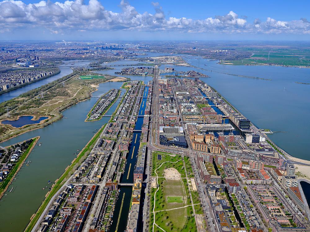 Nederland, Noord-Holland, Amsterdam; 16-04-2021; IJburg, Haveneiland-Oost met Theo van Goghpark. Zicht op IJburglaan, Haveneiland-West met links in de verte Kleine Rietland.<br /> IJburg, Haveneiland East with Theo van Gogh Park. View of IJburglaan, Haveneiland-West with Kleine Rietland in the distance to the left.<br /> <br /> luchtfoto (toeslag op standard tarieven);<br /> aerial photo (additional fee required)<br /> copyright © 2021 foto/photo Siebe Swart