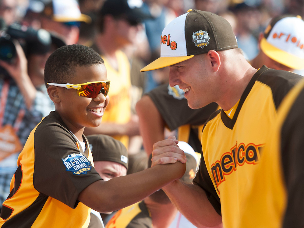 The Angels' Mike Trout says hello to Robinson Cano's son before the 2016 Home Run Derby at Petco Park in San Diego on Monday.<br /> <br /> ///ADDITIONAL INFO:   <br /> <br /> derby.0712.kjs  ---  Photo by KEVIN SULLIVAN / Orange County Register  -- 7/11/16<br /> <br /> The 206 MLB All-Star Game at Petco Park in San Diego. <br /> <br /> Villa Park native and former Angel Mark Trumbo competes in the Home-run Derby.