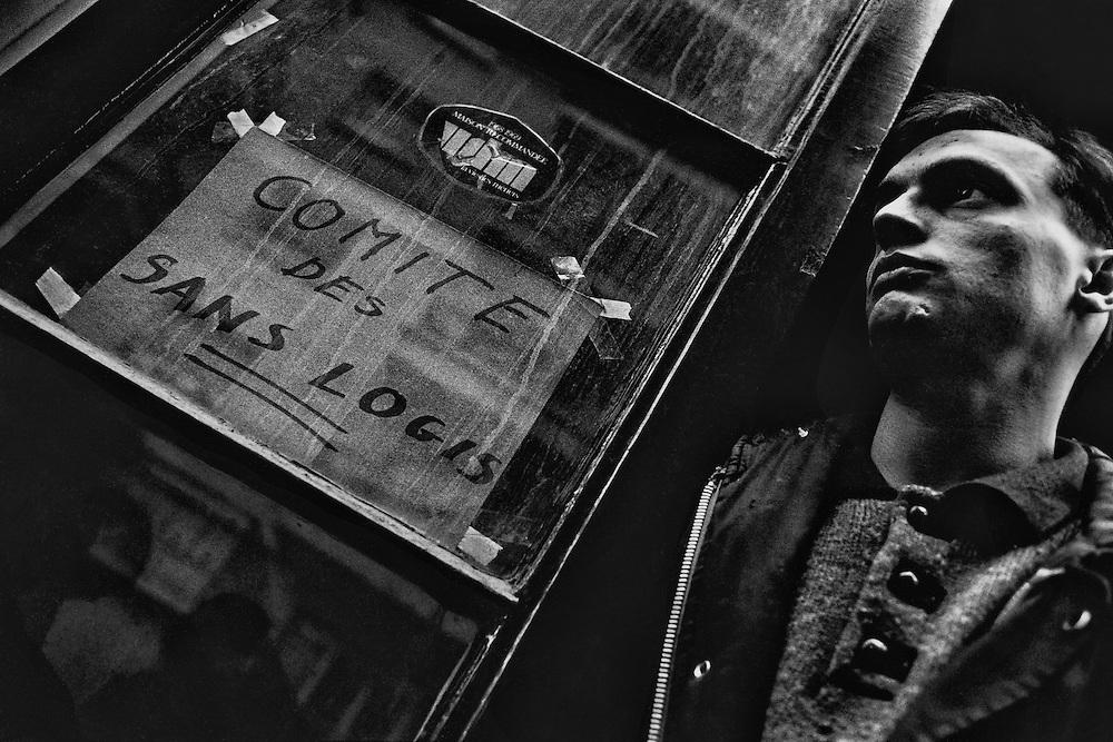 Paris, 1995.<br /> Occupation d'un immeuble vide par le comite des sans logis, rue Michal.