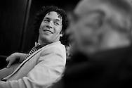 El director venezolano, Gustavo Dudamel y el maestro José Antonio Abreu durante una conferencia de prensa realizada hoy, miércoles 3 de junio, en el Hotel Centro Lido de Caracas, Venezuela. Ambos músicos ofrecerán un concierto en el Teatro Teresa Carreño con el objetivo de conseguir fondos para adquirir instrumentos para músicos de escasos recursos del Sistema de Orquestas Juveniles. (ivan gonzalez).